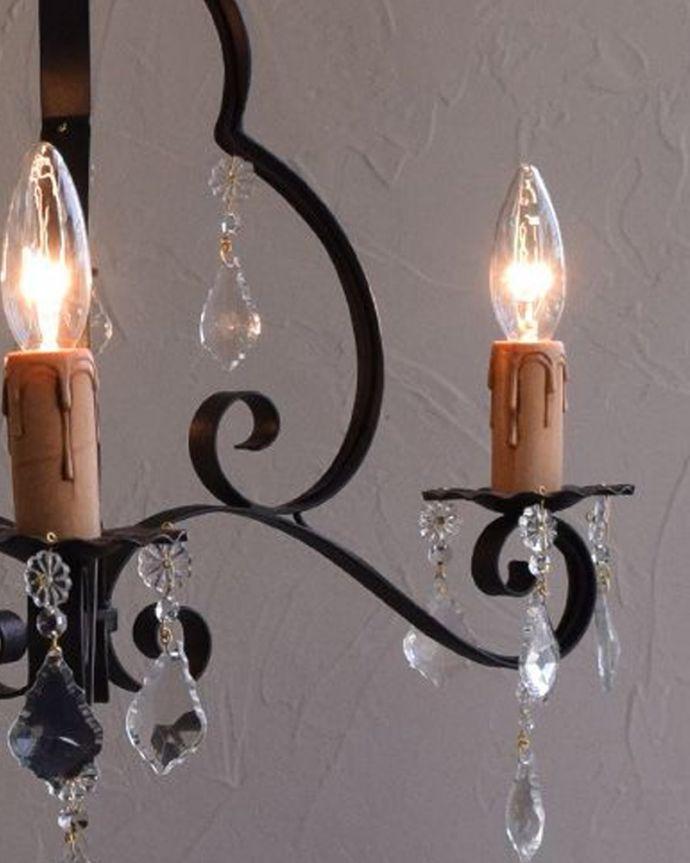 Handleオリジナル 照明・ライティング Handleオリジナル シャンデリア(コトン・ブラック・ビーズ・E17シャンデリア球3個付き)。アイアンで描くシャンデリアの美しさシャンデリアと言うとキラキラしたイメージですが、アイアンのシャンデリアはシンプルなものが多いので、気を使わずいろんな場所で使えるんです。(CR-002-4)