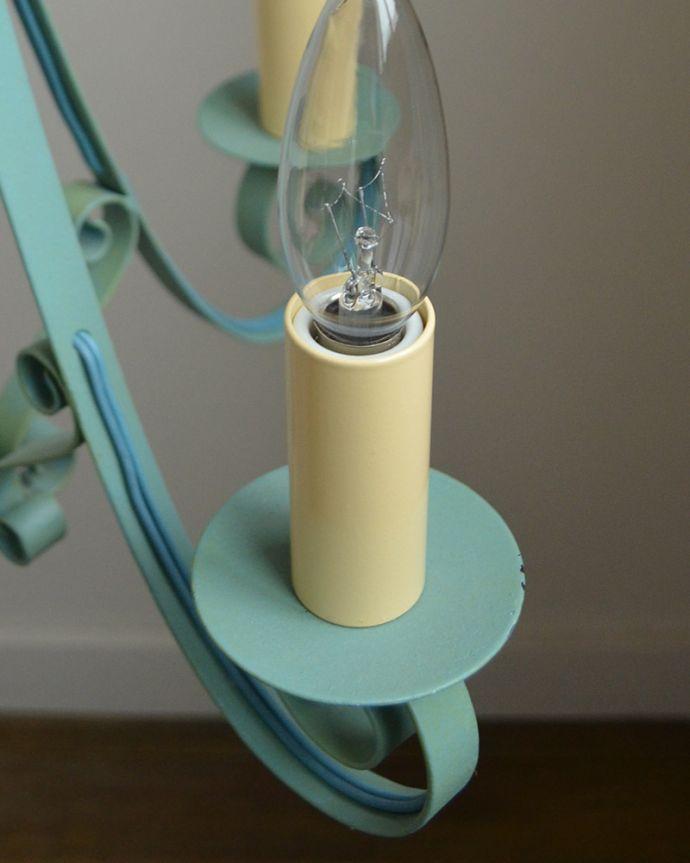 Handleオリジナル 照明・ライティング Handleオリジナル シャンデリア(エッフェル・ブルー・E17シャンデリア球4個付き)。究極のアンティーク仕上げ鍛造で叩いた跡を残したハンマートーン。(CR-007)