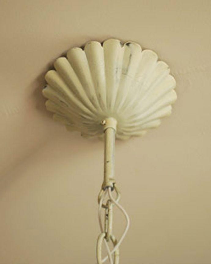 Handleオリジナル 照明・ライティング Handleオリジナル シャンデリア(エッフェル・ホワイト・E17シャンデリア球4個付き)。取り付け部分も美しい・・・天井との接続部分には、高級感あふれるカバーを。(CR-008)