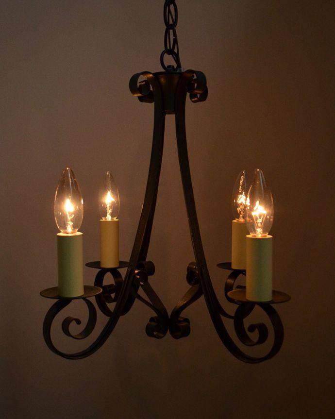 アンティーク照明を点灯させると…
