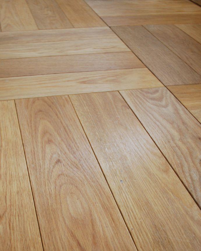床材 お部屋づくりの材料(建材) Handleオリジナルの床材、オーク材の市松模様(チェッカー柄)の床。無塗装でお送りしますHandleのフローリング材は着色などは一切施していない無垢材を無塗装でお送りしています。(HOW-01)