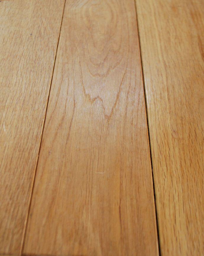 床材 お部屋づくりの材料(建材) Handleオリジナルの床材、オーク材の市松模様(チェッカー柄)の床。一枚ずつ組み合わせます施主支給品です。(HOW-01)