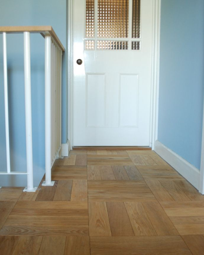 床材 お部屋づくりの材料(建材) Handleオリジナルの床材、オーク材の市松模様(チェッカー柄)の床。受注生産品ですご注文頂いてからお届けまで10日~2週間ほどお時間を頂きます。(HOW-01)