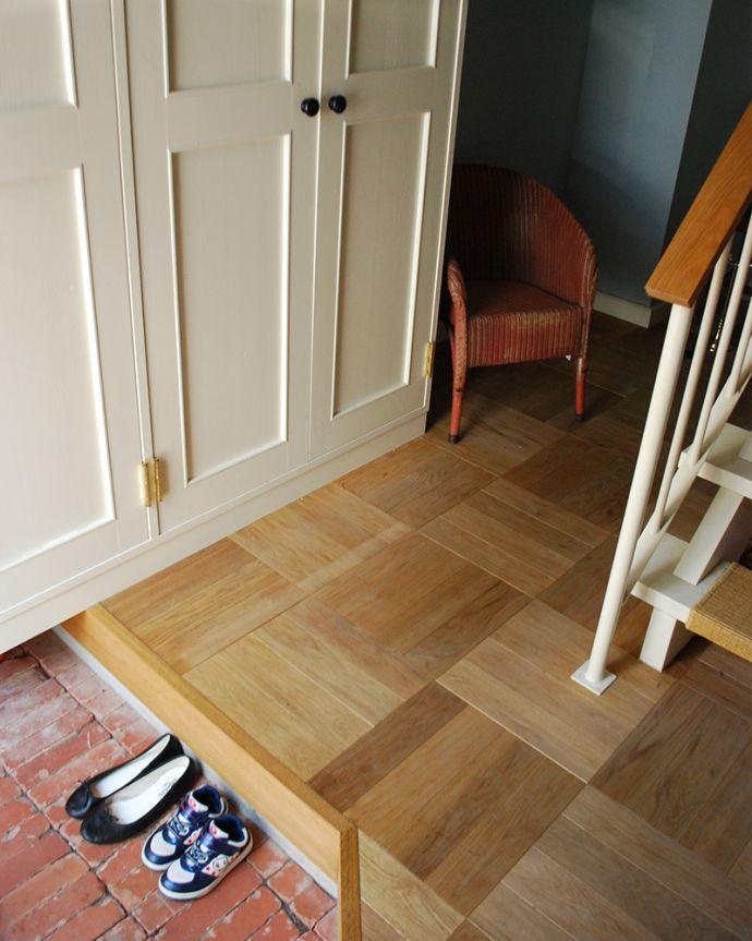 床材 お部屋づくりの材料(建材) Handleオリジナルの床材、オーク材の市松模様(チェッカー柄)の床。わが家の玄関。(HOW-01)