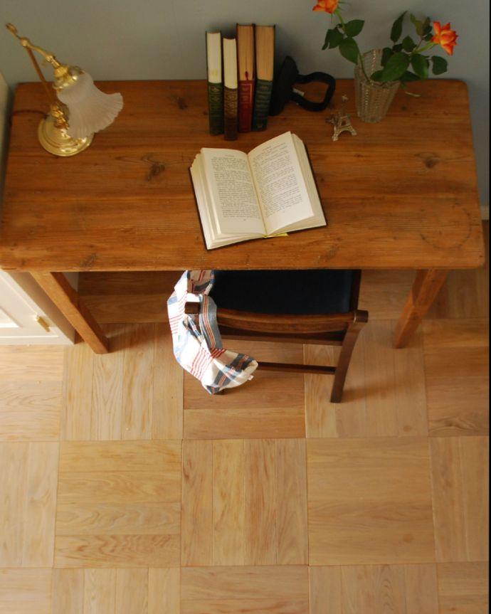 床材 お部屋づくりの材料(建材) Handleオリジナルの床材、オーク材の市松模様(チェッカー柄)の床。一枚一枚、表情が違います天然木を組み合わせて作る市松模様の床。(HOW-01)