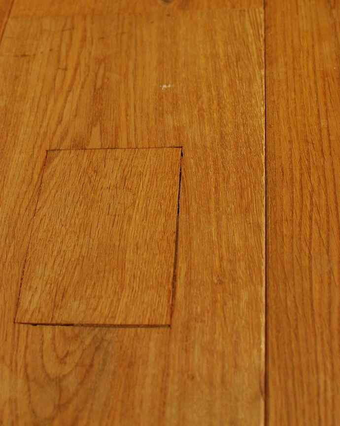 床材 お部屋づくりの材料(建材) Handleオリジナルの床材、アンティーク加工を施したオーク材の床。カッコいい埋め木床の表情をさらに素敵にしてくれる埋め木。(HOW-03)