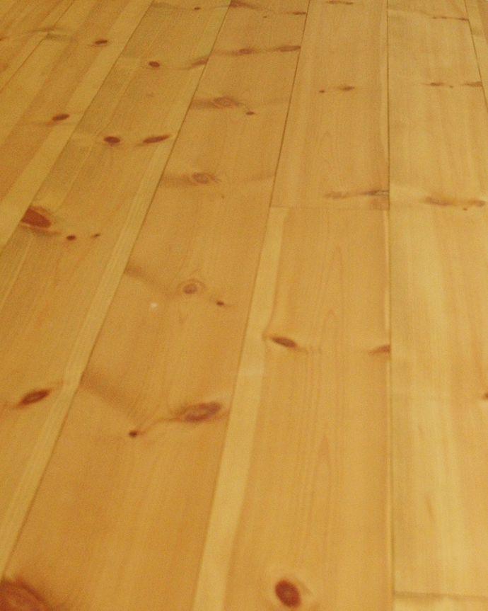床材 お部屋づくりの材料(建材) Handleオリジナルの床材、 パインの床。無塗装でお送りしますHandleのフローリング材は着色などは一切施していない無垢材を無塗装でお送りしています。(HOW-04)