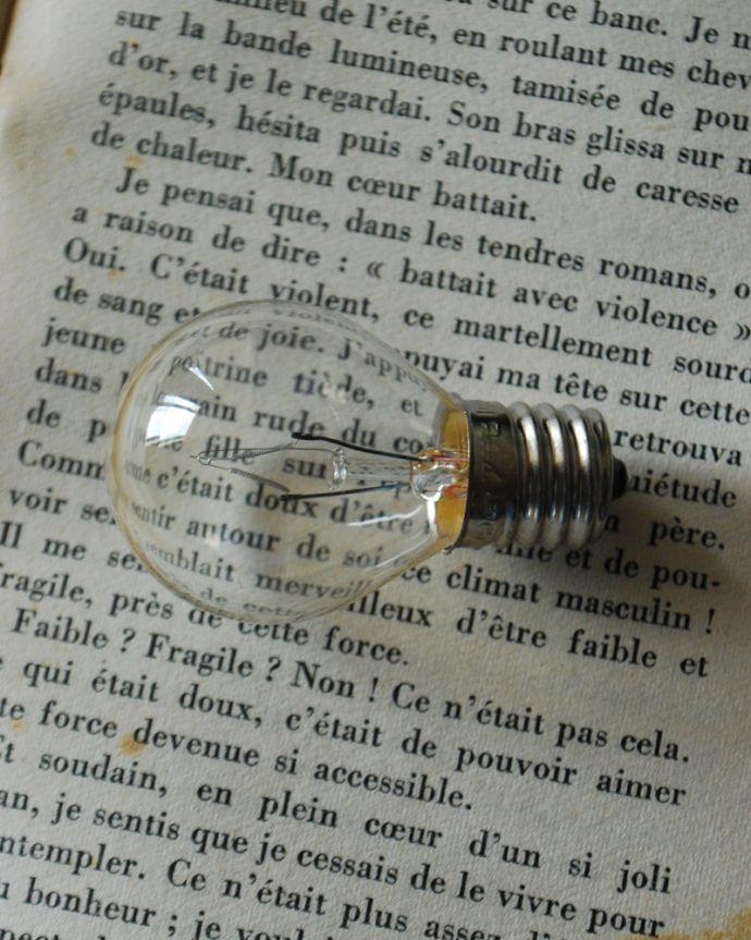 シャンデリア 照明・ライティング フランスアンティークのプチシャンデリア(2灯)(E17丸球付) 。電球付きなので届いてすぐに使えます口金はE17型100W対応で加工しました。(h-746-z)