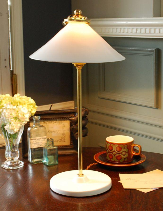 TL-0027 卓上テーブルランプの点灯