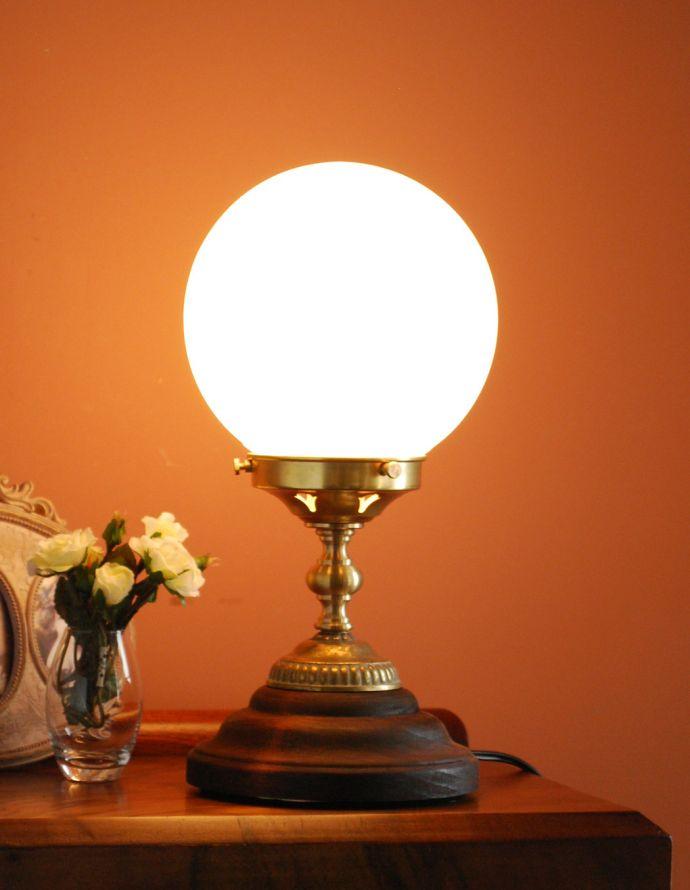 TL-0029 卓上テーブルランプ(真鍮メッキ)の点灯