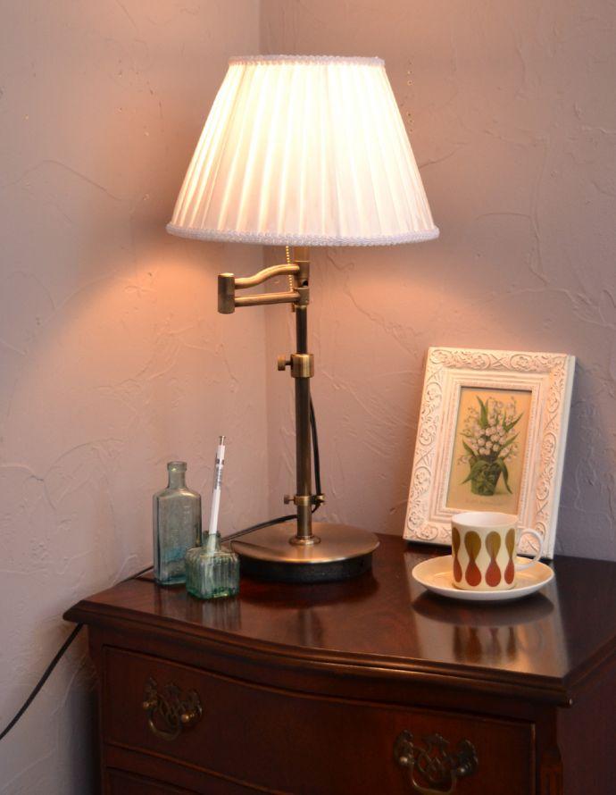 スタンドライト 照明・ライティング 布シェードからこぼれる柔らかな灯り、高さが調整できるテーブルランプ(プルスイッチ)(電球なし)。照らしたい所に合わせて首が動くので、書斎のデスクにもピッタリなアイテムです。(TL-0031)