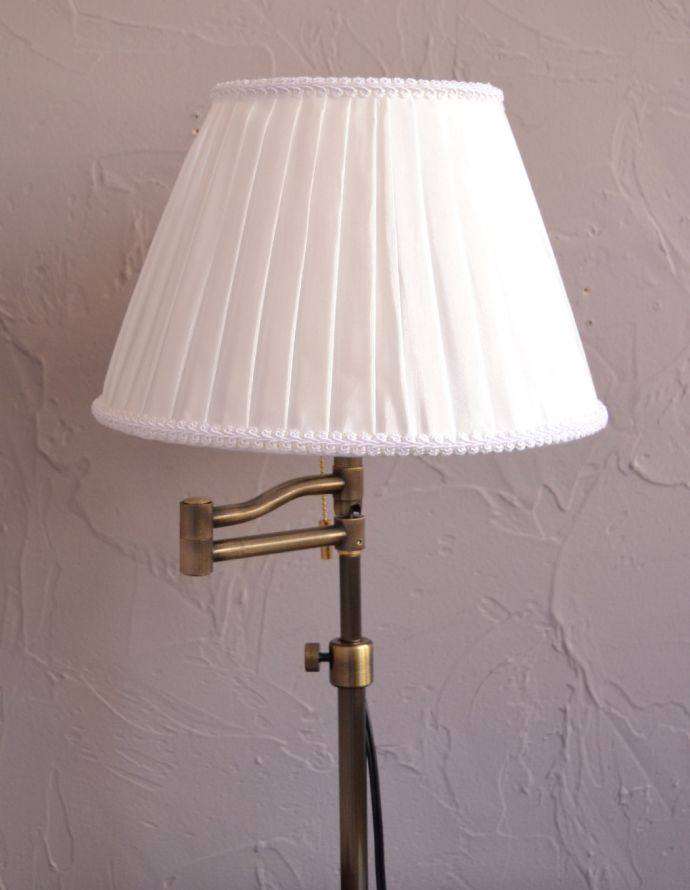 スタンドライト 照明・ライティング 布シェードからこぼれる柔らかな灯り、高さが調整できるテーブルランプ(プルスイッチ)(電球なし)。清潔感のあるプリーツ、シンプルだけど女性らしいデザインです。(TL-0031)