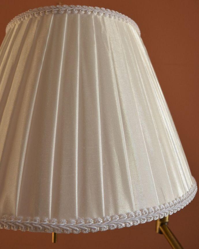 スタンドライト 照明・ライティング 布シェードからこぼれる柔らかな灯り、高さが調整できるフロアランプ(プルスイッチ)(電球なし)。清潔感のあるプリーツ、シンプルだけど女性らしいデザインです。(TL-0032)