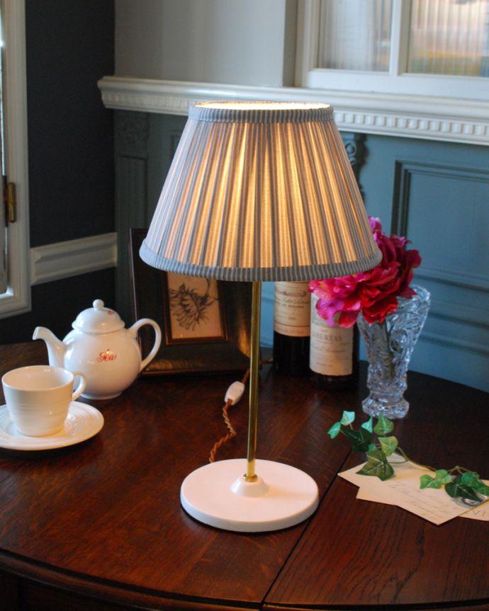TL-0036 テーブルランプ(照明)の点灯