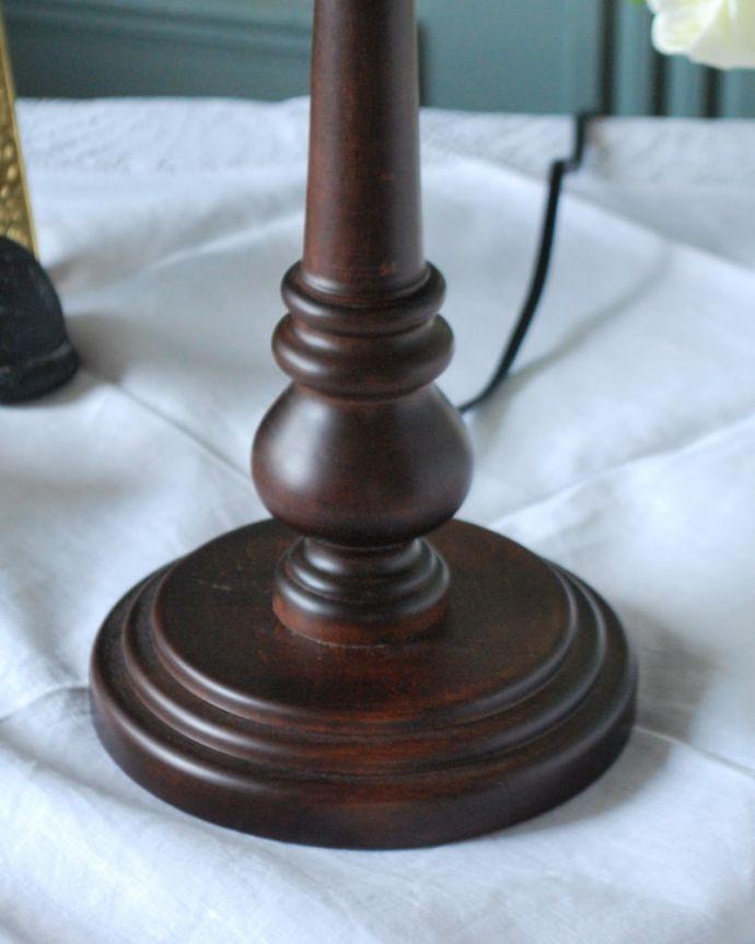 スタンドライト 照明・ライティング アンティーク風のおしゃれなテーブルランプ、ウィリアムモリス柄のシェード(いちご泥棒/赤)(E26球・ナツメ球付き)。落ち着いたデザインまるでアンティークのような挽き物細工が美しい土台。(TL-0093)