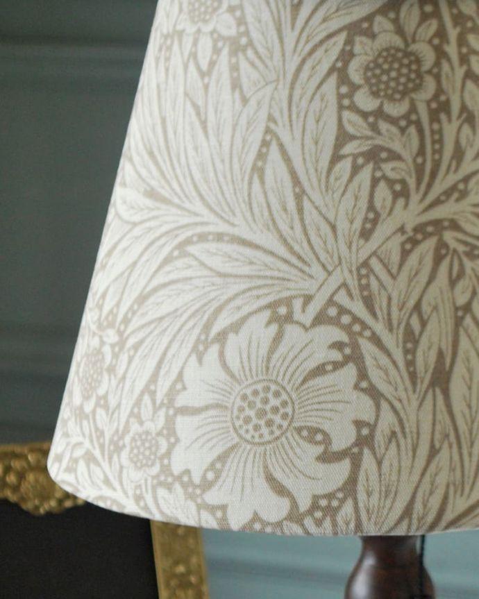 スタンドライト 照明・ライティング アンティーク風のおしゃれなテーブルランプ、ウィリアムモリス柄のシェード(マリーゴールド・ベージュ(E26球・ナツメ球付き)。シェードの模様はウィリアムモリス灯りを点けた時はもちろん、点けない時も、ウィリアムモリスの素敵なデザインのシェードがお部屋を彩ります。(TL-0099)