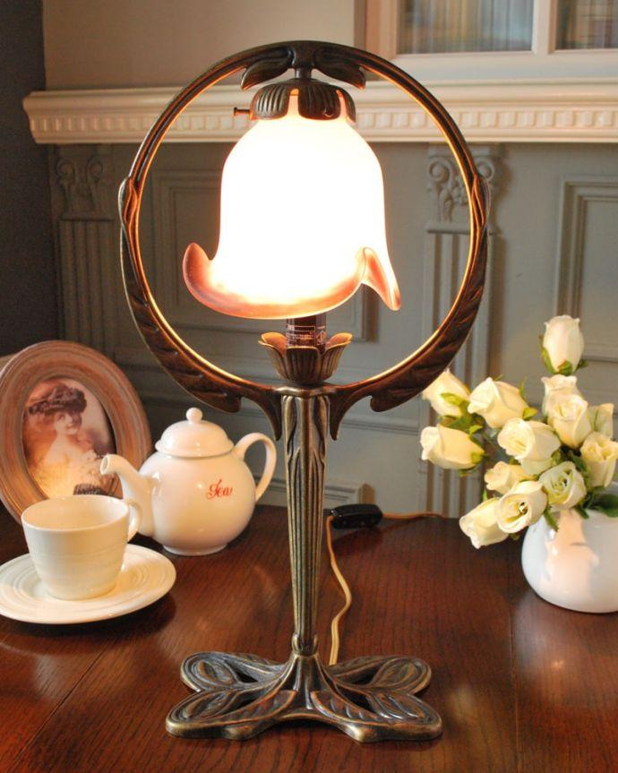 Handleオリジナル 照明・ライティング フランスから届いたテーブルランプ、ガラスシェードのアンティーク風ランプ(E17電球付)。フランス生まれのテーブルランプどこにでも置けて気軽に使えるテーブルランプ。(TL-0101)
