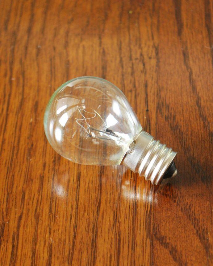 Handleオリジナル 照明・ライティング フランスから届いたテーブルランプ、ガラスシェードのアンティーク風ランプ(E17電球付)。電球付きなので届いてすぐに使えます口金はE17型●●W対応(LEDも使えます)電球(25W)を一緒にお届けするので、すぐに使えます。(TL-0101)