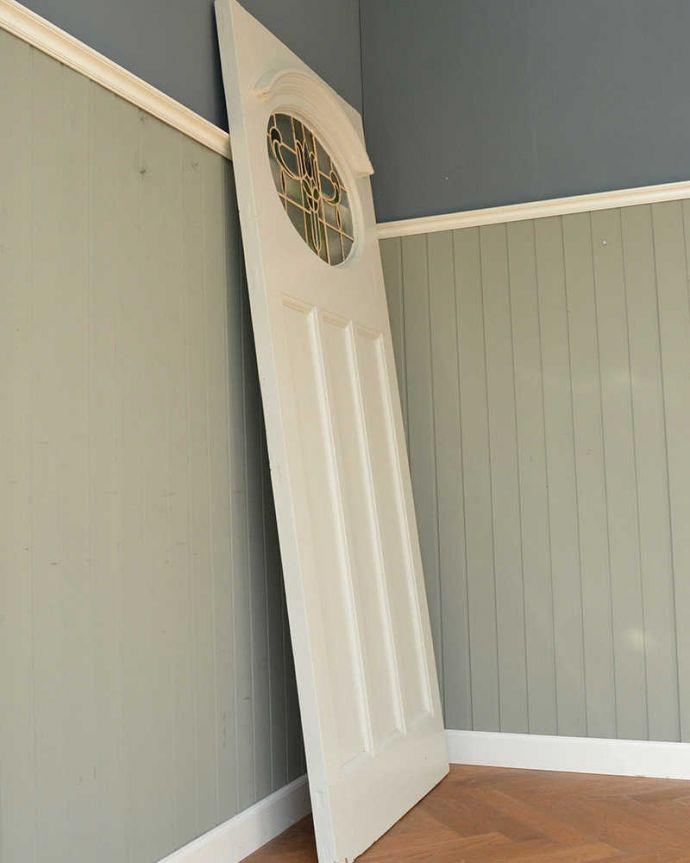 WN-0056 アンティークステンドグラス入りドアの横