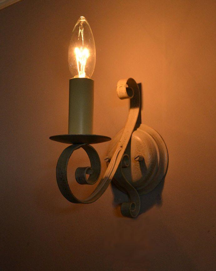 Handleオリジナル 照明・ライティング Handleオリジナル ウォールブラケット(エッフェル・ホワイト・E17シャンデリア球1個付き)。パリのシンボル、エッフェル塔デザインお揃いで作ったシャンデリアのデザインを壁付け用にアレンジしました。(WR-031)
