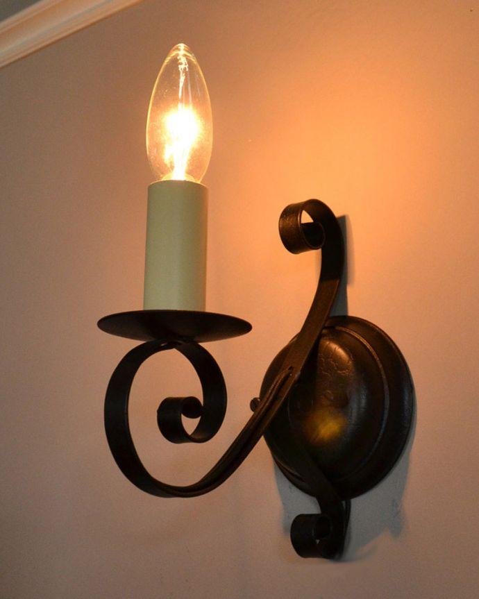 WR-032 アンティーク風オリジナル壁付けブラケット照明(ウォールブラケット)の点灯