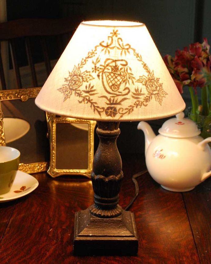 cf-1011 テーブルランプの点灯