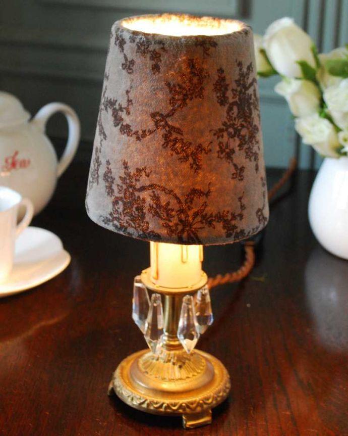 シャンデリア球のシェード 照明・ライティング リボンとお花の柄が可愛い落ち着いた色のフランスの布シェード (コクシグル)。被せるだけで柔らかな灯り使い方は、電球に被せるだけ。(cf-1136)
