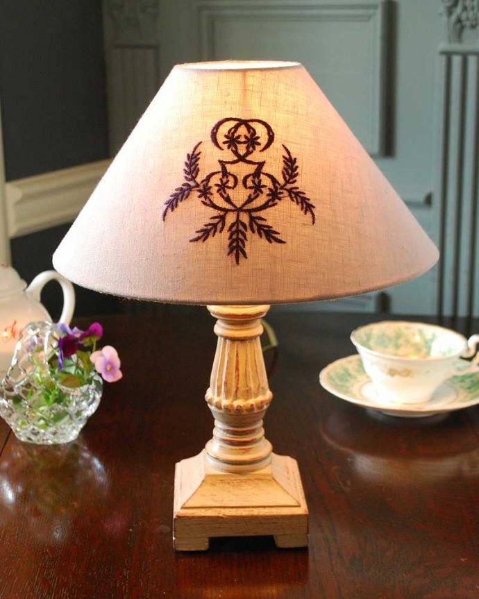 cf-1204 テーブルランプの点灯