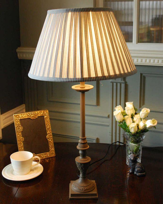 cf-1218 テーブルランプの点灯