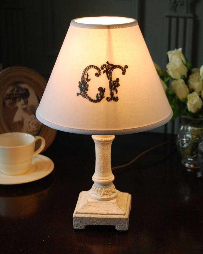 cf-1228 テーブルランプの点灯
