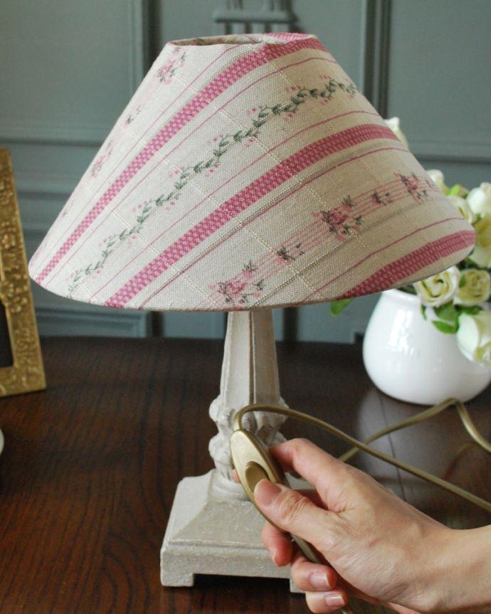 スタンドライト 照明・ライティング フランスから届いた花柄シェードのテーブルランプ、アンティーク風のおしゃれな照明(E17丸球付)。。(cf-1260)