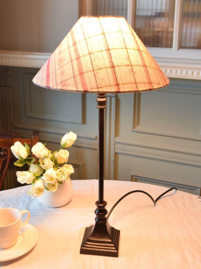 フランスのおしゃれなテーブルランプ