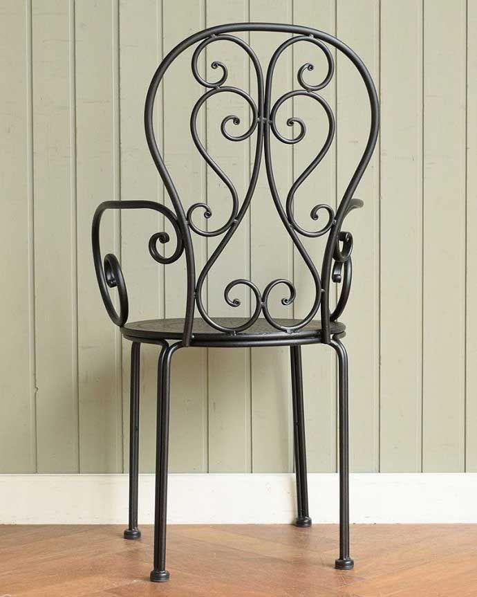 アンティーク風の椅子 アンティーク風 フランスから届いた、コントワール・ドゥ・ファミーユのアイアン製のガーデンチェア  後ろ姿は・・・自慢したくなるくらいオシャレな後姿。(cff-1066)