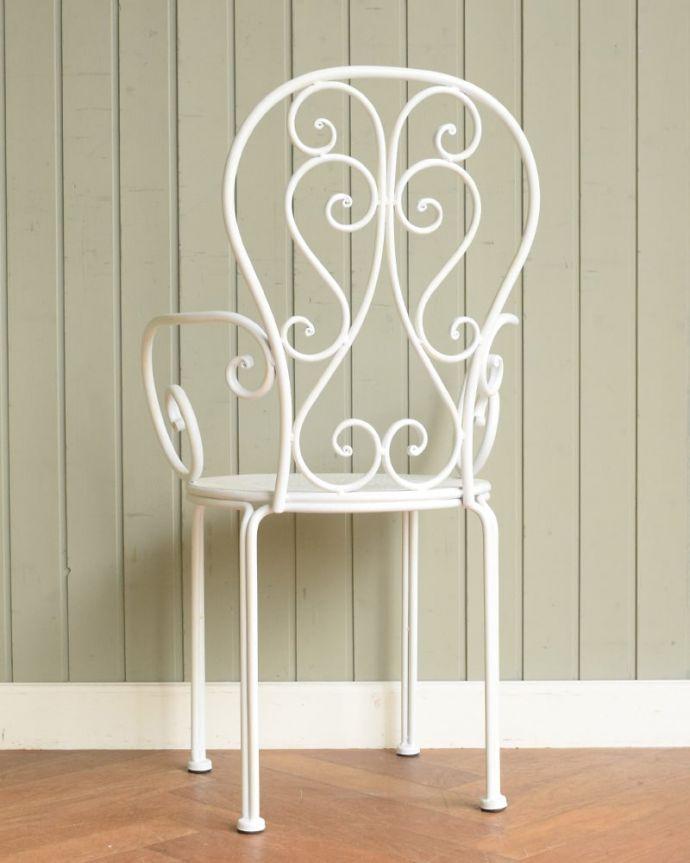 コントワールドファミーユ アンティーク風 フランスのアンティーク調の椅子、コントワール・ドゥ・ファミーユのアイアン製のガーデンチェア(アイボリー) 後ろ姿は・・・自慢したくなるくらいオシャレな後姿。(cff-1067)