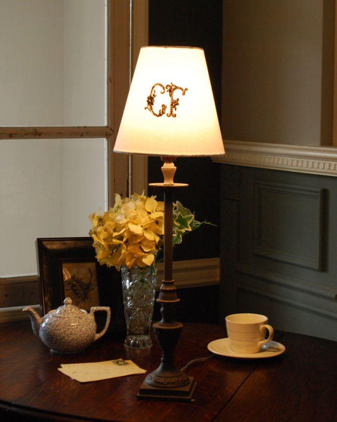 cfs-244 コントワールドファミーユのテーブルランプの点灯