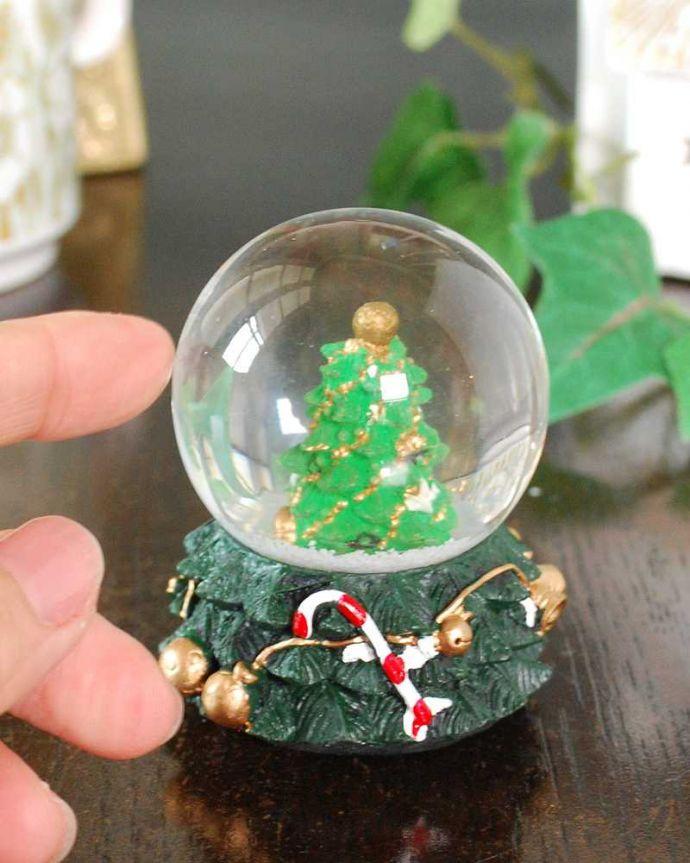 リビング雑貨 クリスマス用 クリスマス気分を盛り上げてくれる小さなスノードーム(ツリー)。大きさはコレくらい手のひらサイズがとっても可愛いスノードームです。(cm-158)