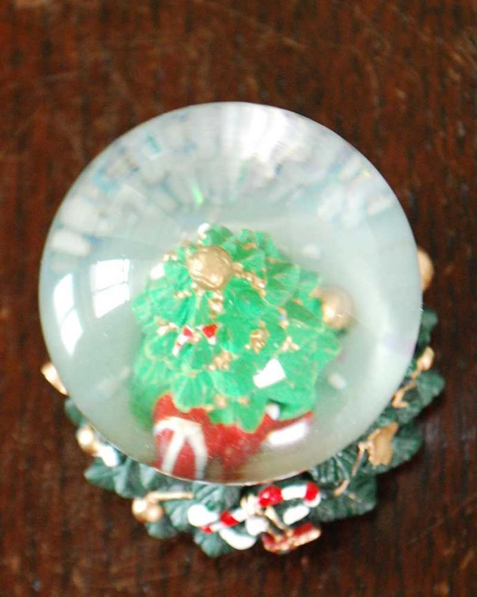 リビング雑貨 クリスマス用 クリスマス気分を盛り上げてくれる小さなスノードーム(ツリー)。上から見ると・・・どこから見ても可愛いデザインです。(cm-158)