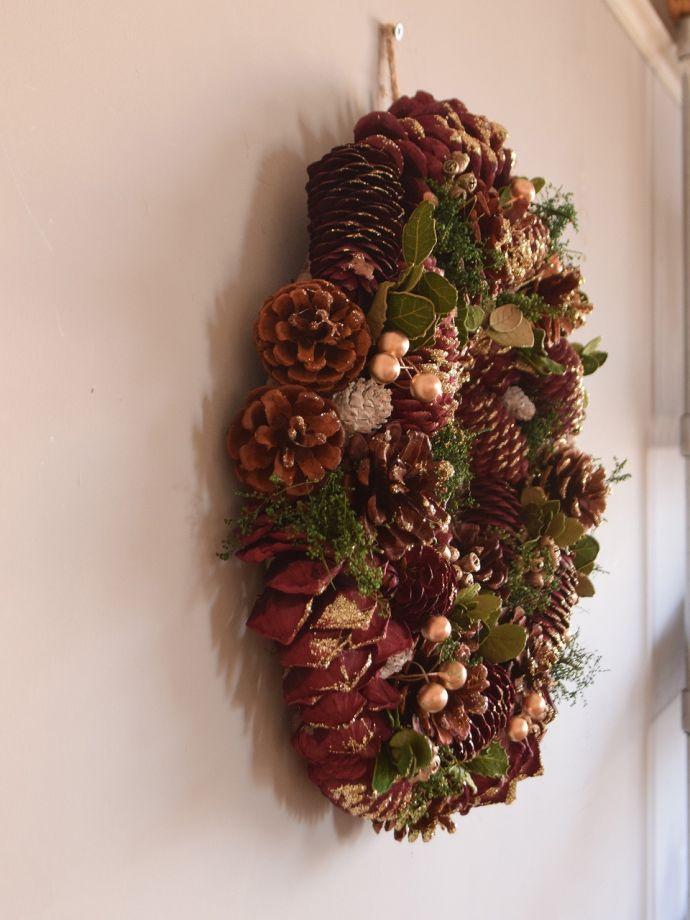 クリスマス用 クリスマスリース 届いてすぐに使えます壁に引っかける紐が付いているので、簡単に取り付け出来ます。(cm-190)