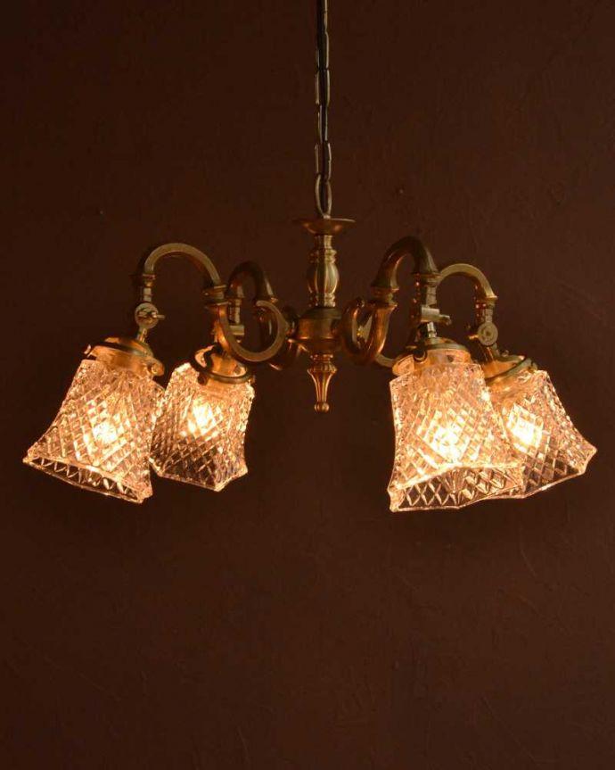 シャンデリア 照明・ライティング ダイヤカットがキラキラ輝くアンティーク風シャンデリア(4灯・電球なし)。。(cr-511-gB)