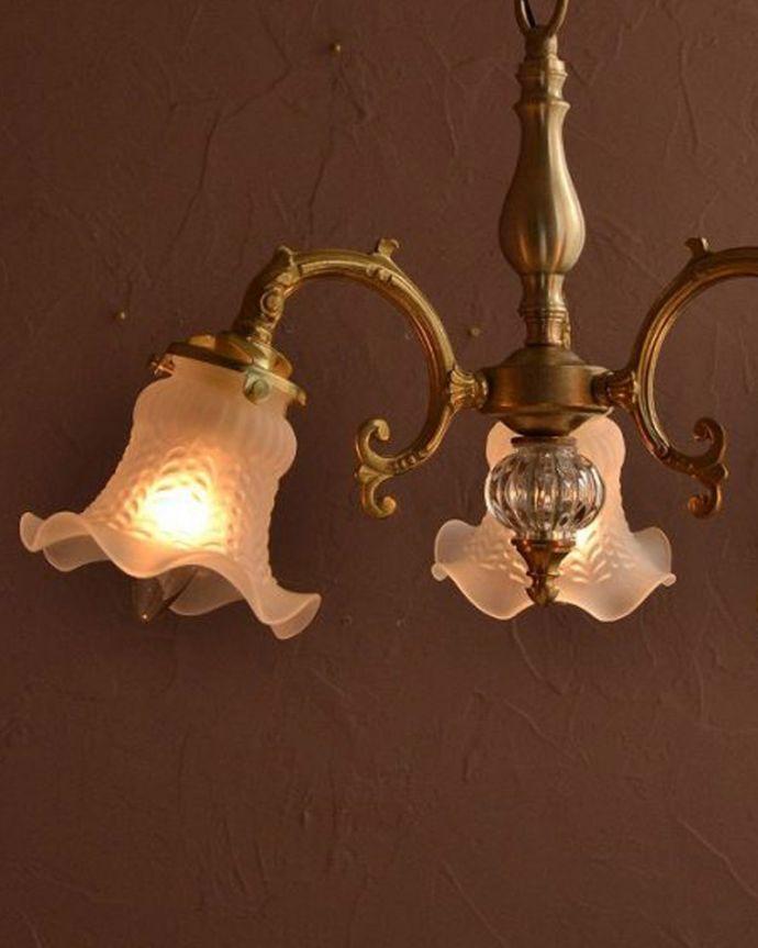 シャンデリア 照明・ライティング アンティークをモチーフにした可愛いシェードのアンティーク風シャンデリア(3灯・電球なし)。。(cr-512-g)