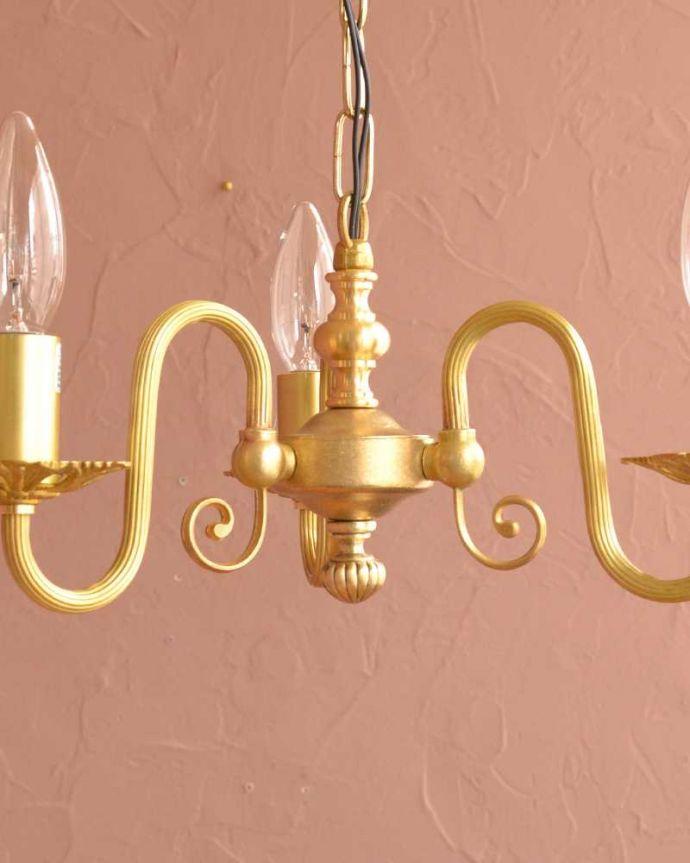 シャンデリア 照明・ライティング アンティーク風の真鍮製シャンデリア(3灯・電球なし)。。(cr-513-g)