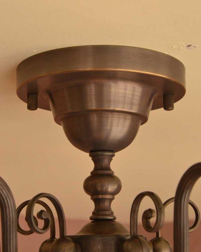 シャンデリア 照明・ライティング アンティーク風のシーリングタイプの真鍮製シャンデリア(アンティーク色・5灯・電球なし) 。カバーも付いています。(cr-519-a)