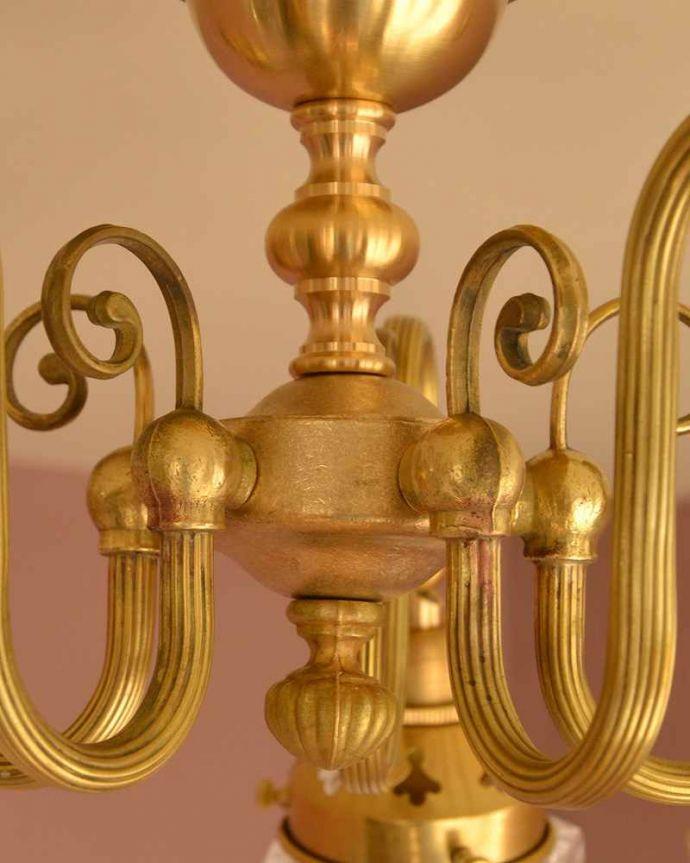 シャンデリア 照明・ライティング シーリングタイプのアンティーク風真鍮製シャンデリア(5灯・電球なし) 。アンティーク風のフォルム真鍮で作られた重厚感漂うフォルムが、お部屋をオシャレに彩ってくれます。(cr-519-g)