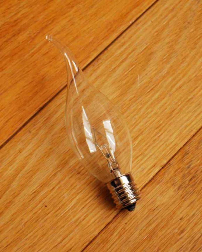 シャンデリア 照明・ライティング 気軽に使えるアンティーク風のシャンデリア(6灯)(E17電球付) 。電球付きなので届いてすぐに使えます電球(E17口金40W)を一緒にお届けするので、すぐに使えます。(cr-524)