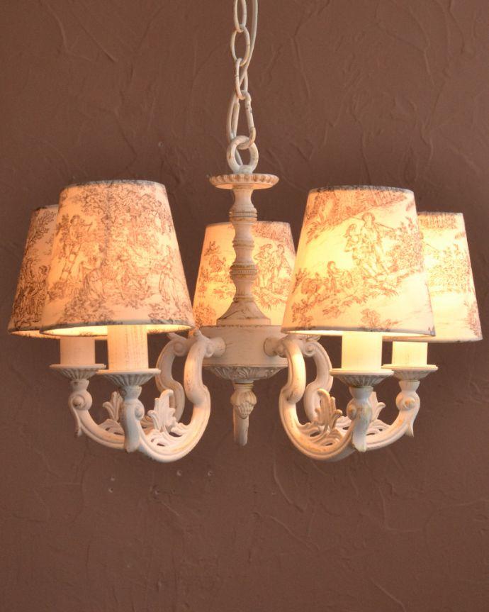 シャンデリア 照明・ライティング フランス風の5灯シャンデリア(トワルド・ジュイ・グレー・電球セット)。夜が来るのが楽しみになる灯り優しい灯りがあたたかい雰囲気でお部屋を包み込んでくれます。(cr-536)