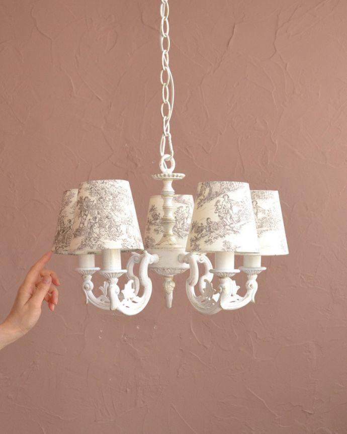 シャンデリア 照明・ライティング フランス風の5灯シャンデリア(トワルド・ジュイ・グレー・電球セット)。フランスアンティーク風のシャンデリアフランスっぽいデザイン&色の組み合わせがおしゃれな、クリップシェードを被せた5灯タイプのシャンデリアです。(cr-536)