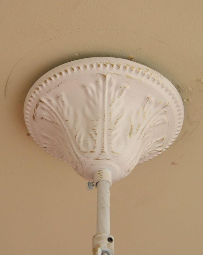 シャンデリア 照明・ライティング 5灯シャンデリア/WH おしゃれなカバー天井への取り付け部分のカバーもアンティーク調の凝ったデザインです。(cr-542)