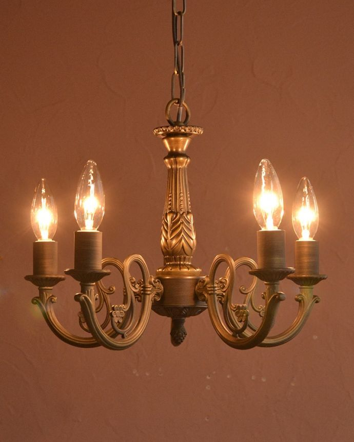 シャンデリア 照明・ライティング アンティーク調のシャンデリア(5灯・電球セット) ちょっとだけ贅沢な時間シャンデリアがあるだけで、毎日、夜が来るのが楽しみになります。(cr-544)
