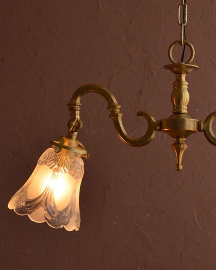 シャンデリア 照明・ライティング ふんわりと女性らしいフロストガラスシェードのアンティーク風シャンデリア(2灯・電球なし)。。(cr-509-g)