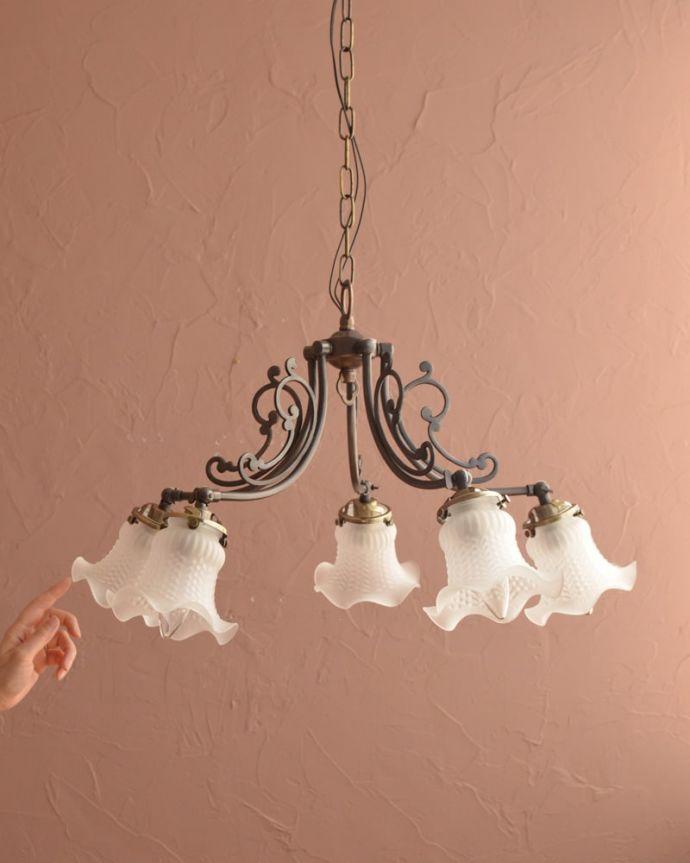 シャンデリア 照明・ライティング アンティーク風のガラスシェード付きシャンデリア(アンティーク色・5灯・電球なし) (cr-548-a)